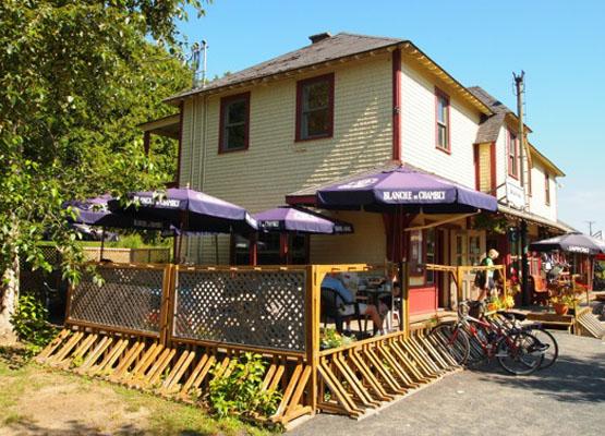Cafe De La Gare St Sauveur
