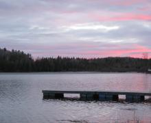 La Pourvoirie Lac-du-Cerf est située sur le Grand Lac-du-Cerf, dans la Baie Bonnet Rouge