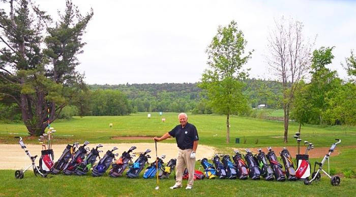 Champ de pratique et sacs de golf  pour juniors