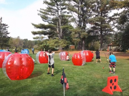 Bataille d'archer et soccer bulle
