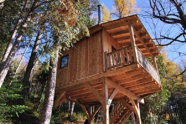 Cabanes dans les arbres (Auberge du Trappeur)