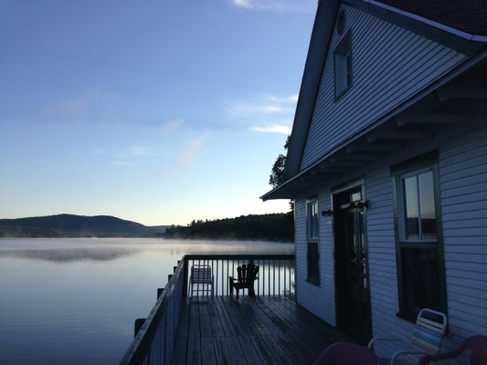 Gaby Studio on Lake MacDonald - ideal for a Yoga retreat, dance or music class, business meeting or relax and listen to the rippling water.
