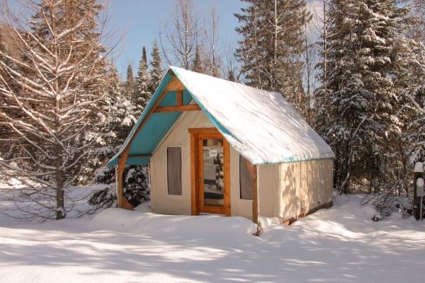 prêt-à-camper tente boréale en location hébergement insolite glamping