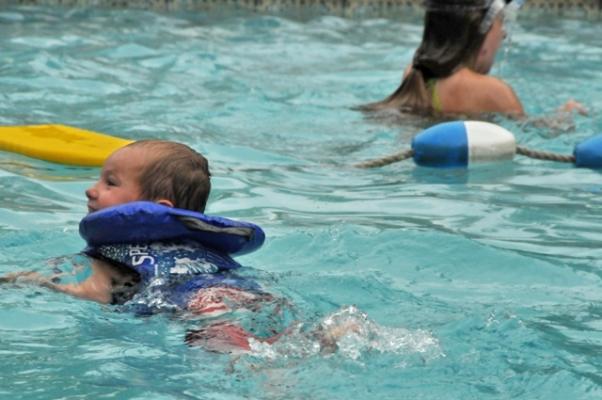 piscine chauffée et jeux d'eau