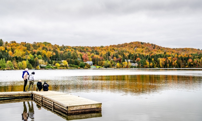 Fall bursts into colors at lac Rond
