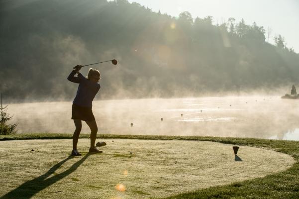 Le golf à son meilleur, au levée du jour.
