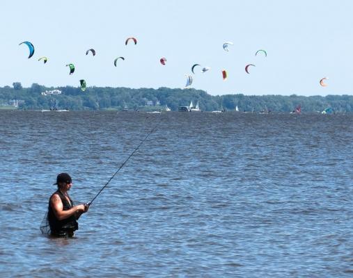 Sportive de nature - Véritable paradis du plein air, le Lac des Deux-Montagnes est l'endroit rêvé pour s'adonner à différents sports nautiques! Avec le parc national situé à proximité, Oka devient votre terrain de jeu grandeur nature! Bateau, kayak, kitesurf, motomarine, pêche, voile… les possibilités ne se mesureront qu'à vos passions!