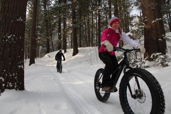 Tourisme hivernal -  Oka est l'endroit rêvé pour vivre au rythme des saisons! Profitez des forêts, des boisés, des pistes de randonnée et du lac gelé pour pratiquer vos activités hivernales préférés! Raquette, ski de fond, fatbike, snowkite, motoneige, pêche sur glace… les possibilités ne se mesureront qu'à vos passions!