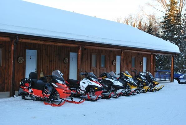 La trail 63 des motoneiges se trouve à 400 m du Motel Ours Bleu