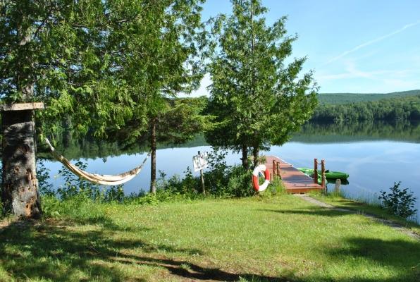 Natation à partir du quai, kayaks et pédalo à disposition