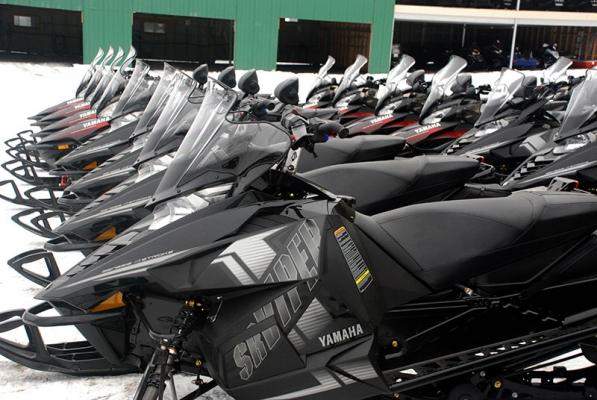 snowmobile rental Laurentian tour