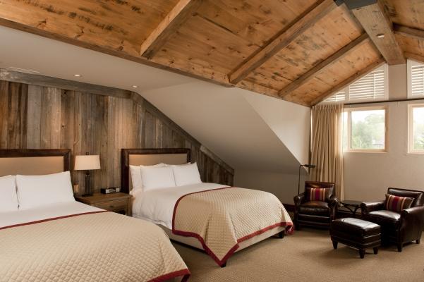 Signature 2 queen beds room