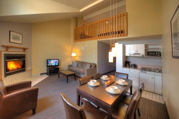 Suite 1 lit queen, divan lit, foyer et cuisinette jusqu'à 4 personnes