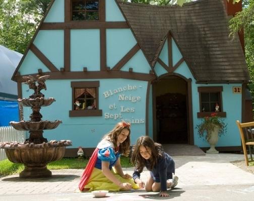 Snow White at the Wonderland Au Pays des Merveilles