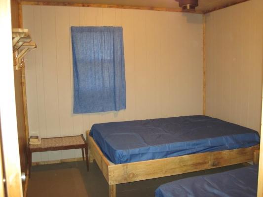 Les chambres de nos chalets sont simples mais confortables. Certains chalets peuvent accueillir jusqu'à 11 personnes par chalet et compte jusqu'à 4 chambres