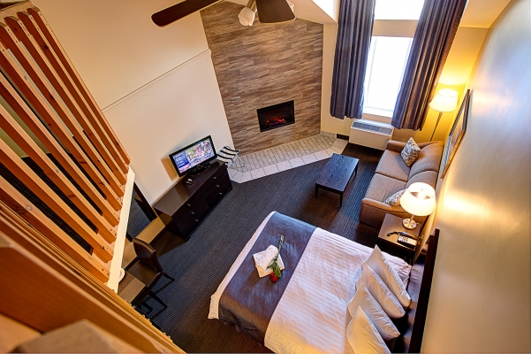 Mezzanine room, 2 queen bed, kitchenette and electric fireplace