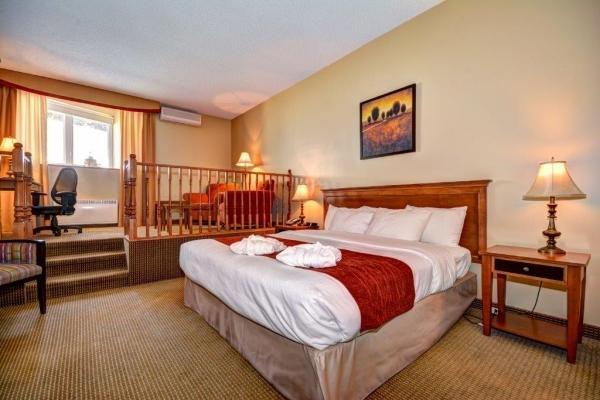 Suite avec 1 très grand lit et une mezzanine