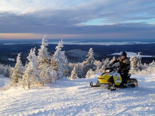 Snowmobile, Wood runner trails