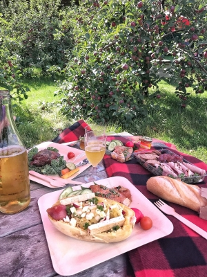 Countrystyle pic nic from the Apple Shack
