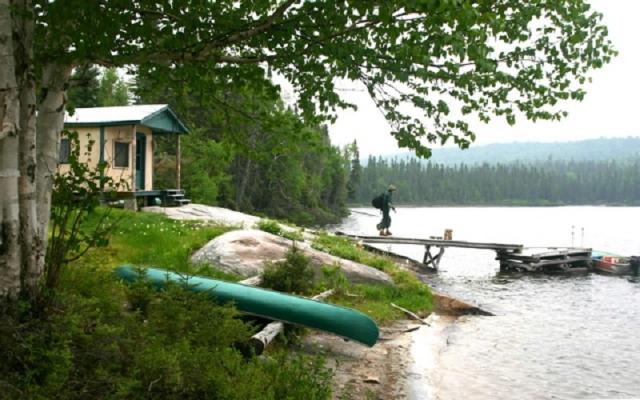 chalet bord de l'eau, pêche à la truite