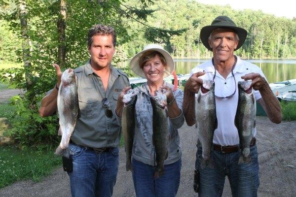 pêche à la truite moucheté et arc-en-ciel