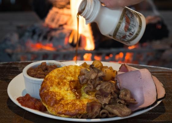Restaurant Au Petit Poucet - Sugar shack meals - Authentic regional Quebec cuisine