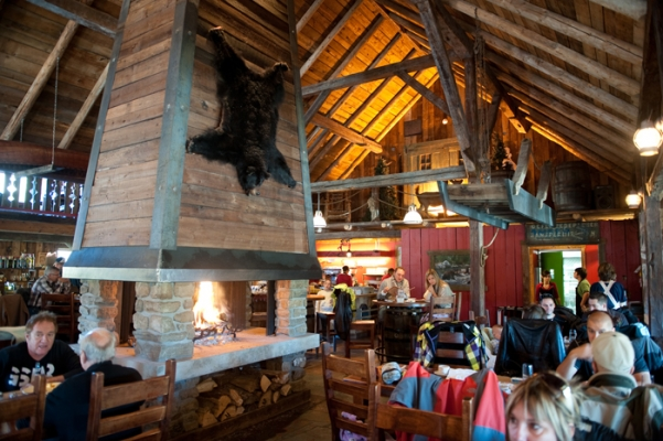 Restaurant Au Petit Poucet - Cozy atmosphere - Authentic regional Quebec cuisine