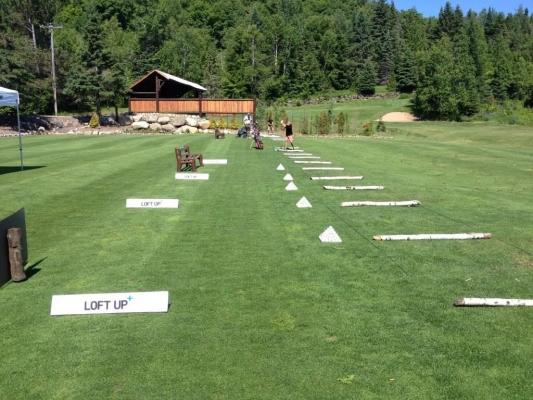 Aire de pratique pouvant recevoir jusqu'à 35 golfeurs (inclus : champs de pratique avec cibles, 4 verts de pratique, 3 verts d'approche et des fosses de sable.